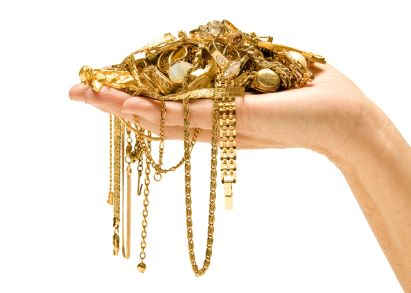What Type of Jewelry Can You Wear to an Interview?