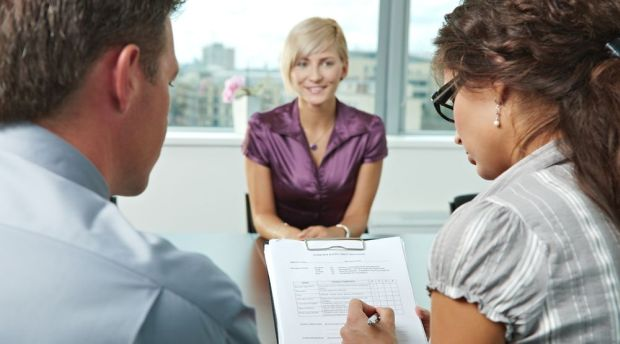 The Top 4 Ways to Make a Good First Impression at an Interview: The Definitive Guide