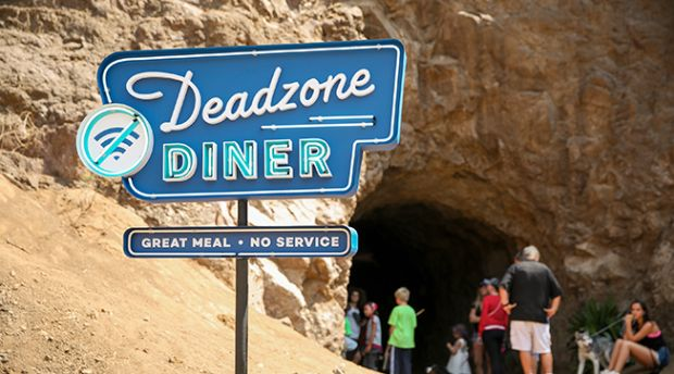 """Deadzone Diners"" Takes a Different Approach to Cellphone Usage"